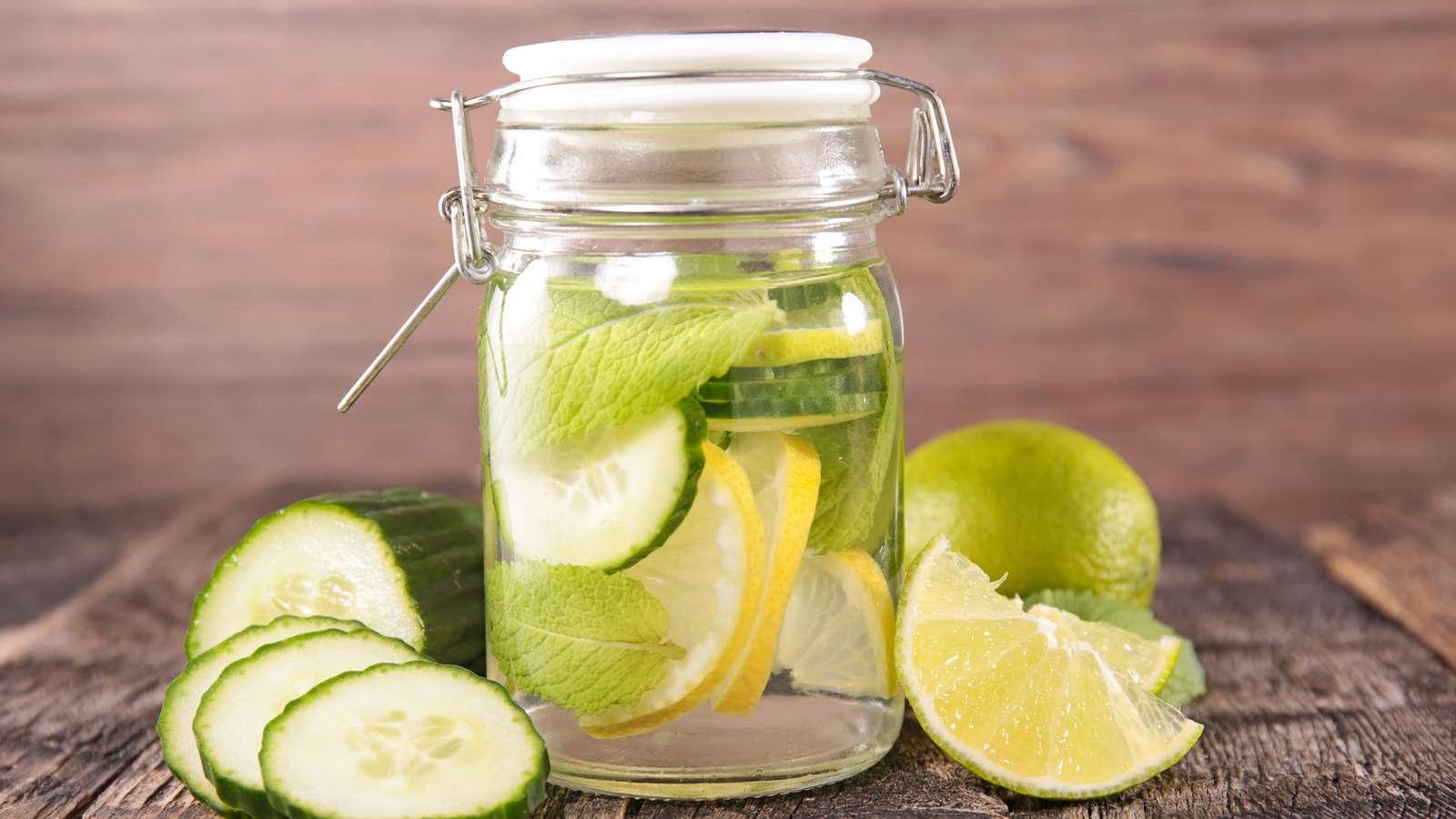 Diese 7 Detox-Wasser Rezepte helfen beim Entgiften | evidero
