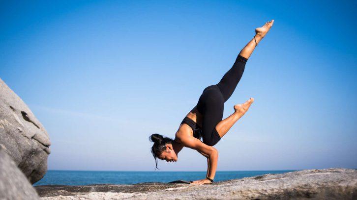 yoga bungen f r den bauch und den unteren r cken evidero. Black Bedroom Furniture Sets. Home Design Ideas